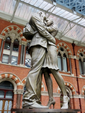 Meeting place, a statue at St. Pancras International, London