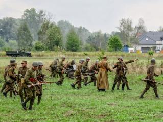 Rekonstrukcja bitwy nad Bzurą, Łomianki 2015. A World War II battle reconstruction in Poland, 2015
