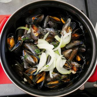 Moules served in Brittany, France