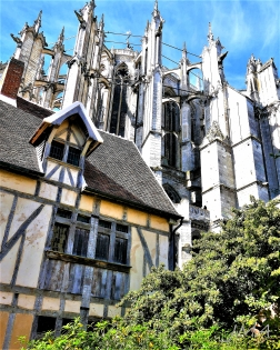 An old half-timbered house in the quarter around the Beauvais cathedral.