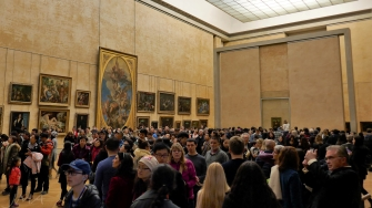 Mona Lisa, Louvre, Paris, crowds in the paintings gallery.