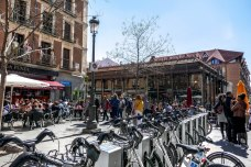 Mercado de San Miguel – a well organised and sheltered market for tapas and other variety of food&drink located in the vicinity of Plaza Mayor. https://justmovingaround.com/2017/04/23/mercado-de-san-miguel/